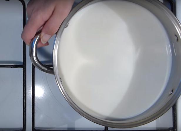 Блины тонкие с дырочками с кипятком и молоком