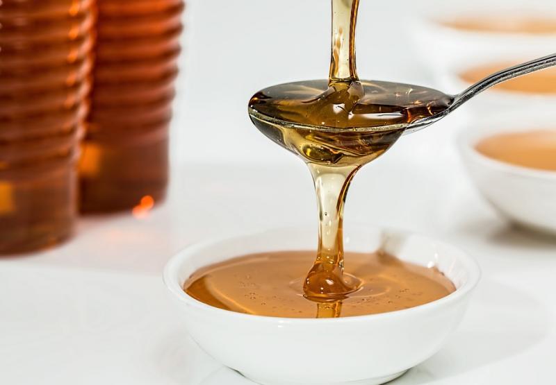 Чем полезен мед для организма человека: плюсы и минусы