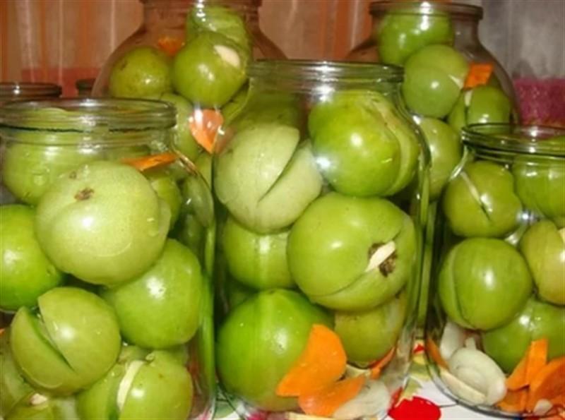 Зеленые помидоры в бидоне на зиму