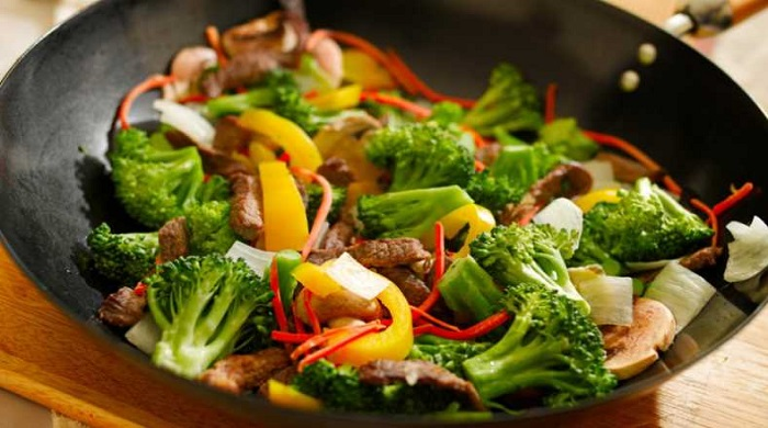 Как пожарить капусту брокколи вкусно на сковороде