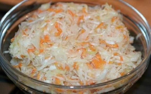 Хрустящая и сочная капуста быстрого приготовления (рецепт на зиму)