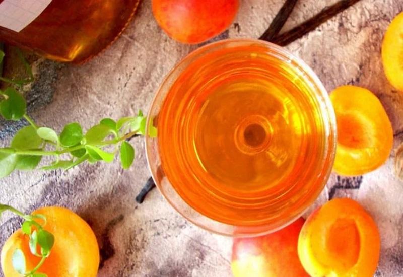 Настойка из абрикосов на самогоне (водке). Простой рецепт